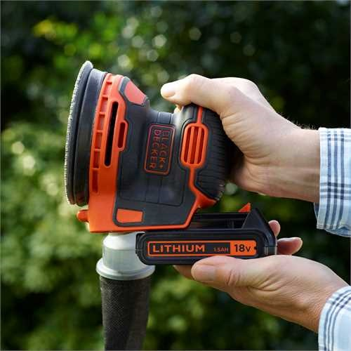 Black and Decker - 18V Excentrische schuurmachine op accu met 1x 15Ah in opbergtas - BDCROS18